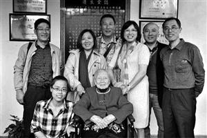 La familia tiene un gran papel en el cuidado de ancianos
