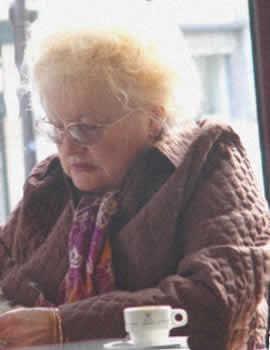 Escena de vida en la residencia de mayores