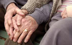 manos de ancianos