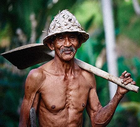 Cuando nos hacemos mayores ,si no llevamos una vida activa, se va perdiendo el tono muscular