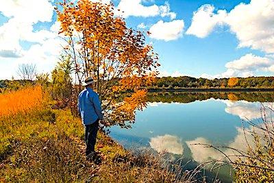 personas mayores en otoño