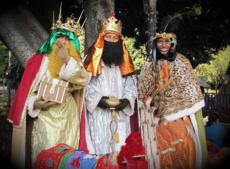reyes magos visitan una residencia