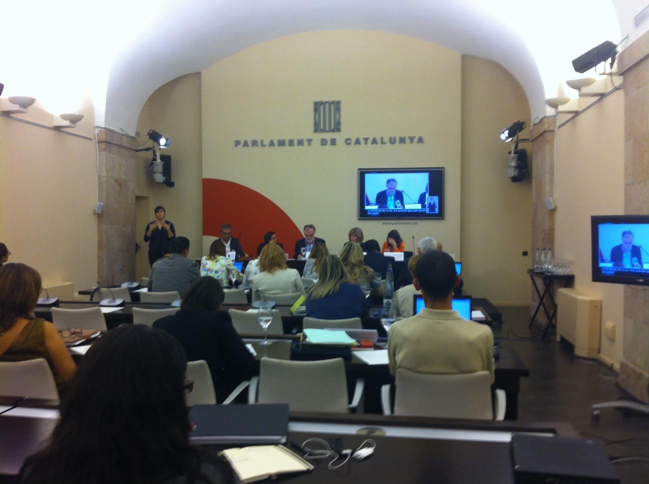 Cinta Pascual (ACRA) y Andrés Rueda (ASCAD) comparecen ante el Parlament